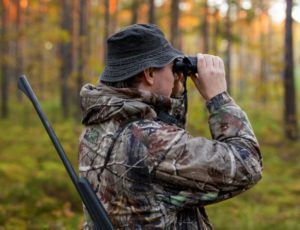 Spotting Scope vs Binoculars - Hunting